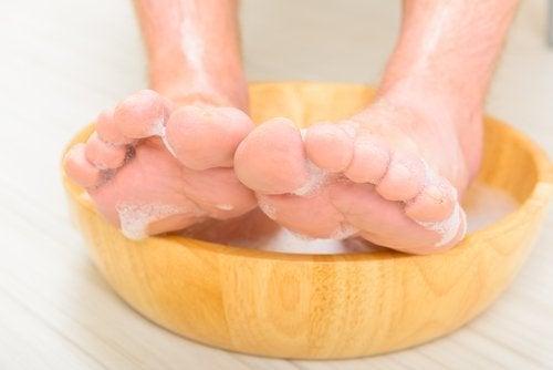 Deixar os pés de molho no vinagre