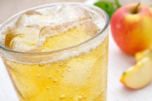 Colocar gelo nas bebidas faz mal?