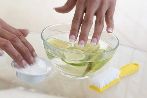 Alho com limão ajuda a deixar de roer as unhas