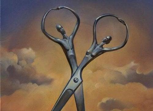 Imagem de casal cortando o relacionamento