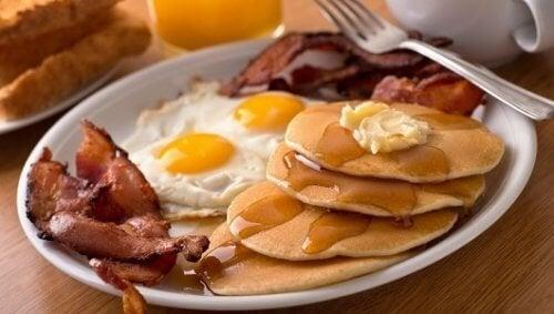 5 alimentos que devemos evitar no café da manhã