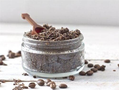 Café moído e bicarbonato de sódio