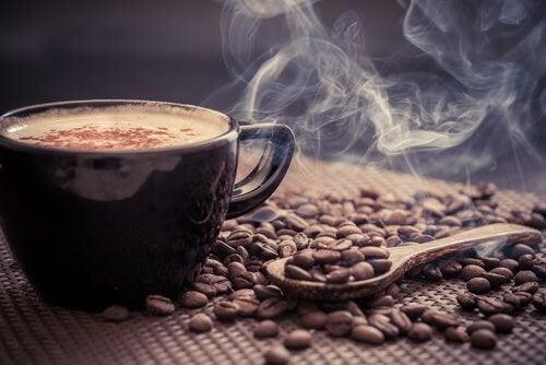 Evitar beber café com a bexiga hiperativa