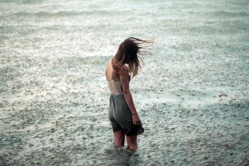 Mulher na tormenta