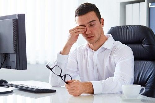 A fadiga ou a falta de energia podem ser um dos sinais que indicam que seu corpo precisa se desintoxicar