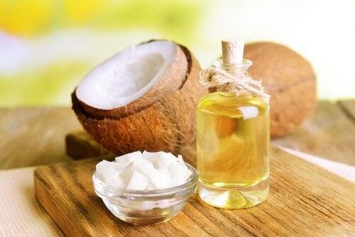 Óleo de coco utilizado no unguento para dormir melhor