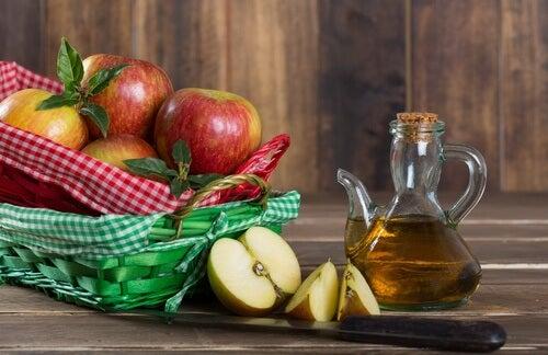 Desodorante de vinagre de maçã e alecrim para evitar a sudoração