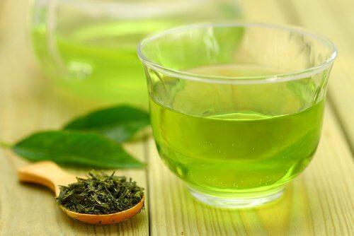 Xícara de chá verde para perder peso