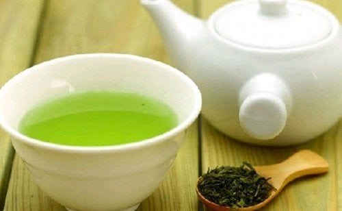Chá verde para combater a acne