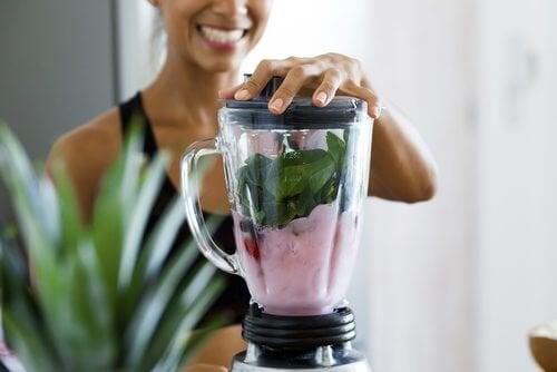 4 bebidas que você deve tomar em jejum para perder peso