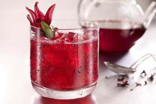 Chá de flor de hibisco para perder peso