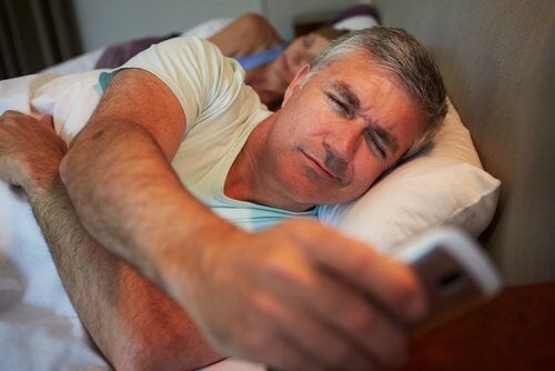 Homem que ganhou peso por não dormir bem