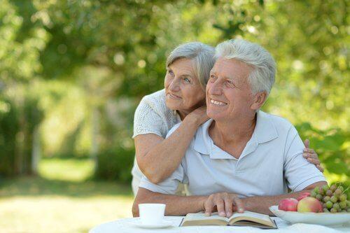 Casal que envelheceu feliz