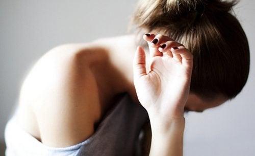 Quando você chora a perda de uma pessoa, você está triste por ela ou por você?