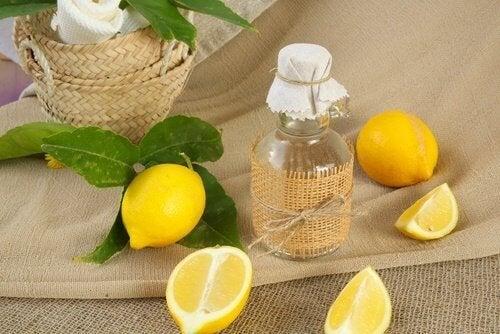 Limão com sal para branquear as roupas