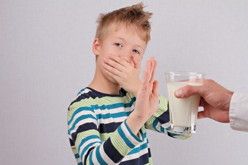Criança com intolerância à lactose