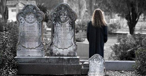 Mulher triste pela perda de um ser querido