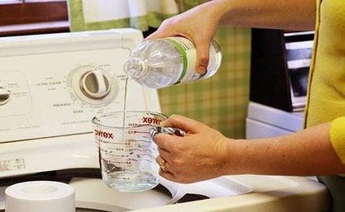 Vinagre branco para branquear as roupas