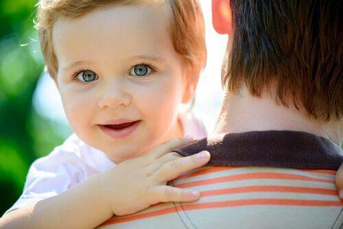 Criança com pai
