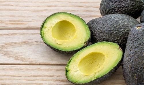 Remédios caseiros feitos com abacate