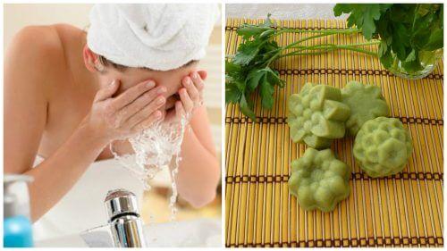 Como preparar um sabonete natural de salsa para amenizar as manchas no rosto
