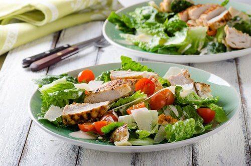 Salada para aliviar o cólon irritável