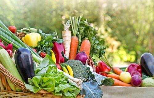 Colocar os alimentos saudáveis ao alcance dos olhos pode te ajudar a perder peso