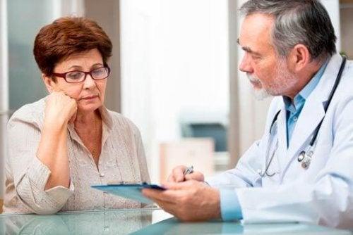 consulta-medica-artrite-reumatoide