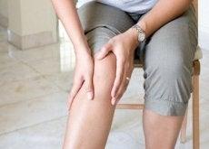 10 truques alimentares para reduzir a dor no joelho