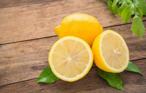 Limão serve pata tratar o odor nas axilas