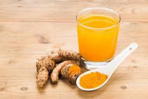 Chá de cúrcuma para as infecções das vias urinárias