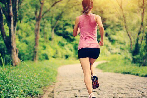 Evite exercícios físicos antes de ir dormir para combater a insônia