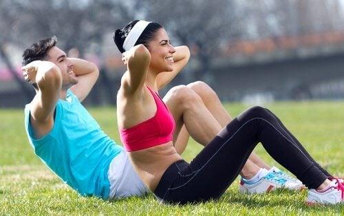 Faça uma rotina de exercícios combinada para perder peso