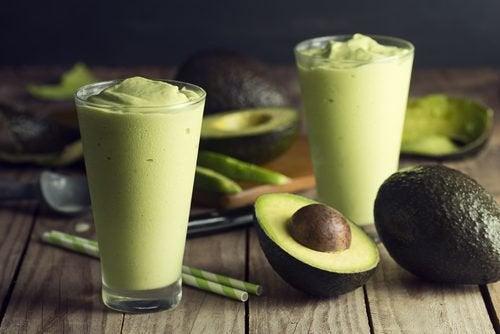 Vitamina de chá verde e abacate