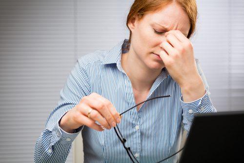 A fadiga ocular pode desencadear tiques na vista