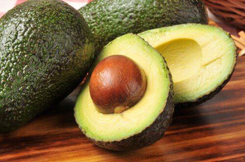 Máscara de abacate para reduzir o ressecamento da pele