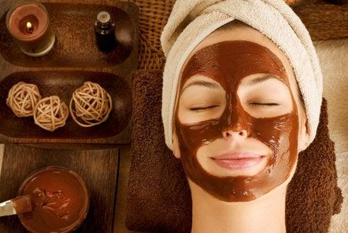 Máscara de chocolate para reduzir o ressecamento da pele