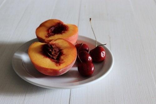 Batida de cereja e pêssego para frear a artrite