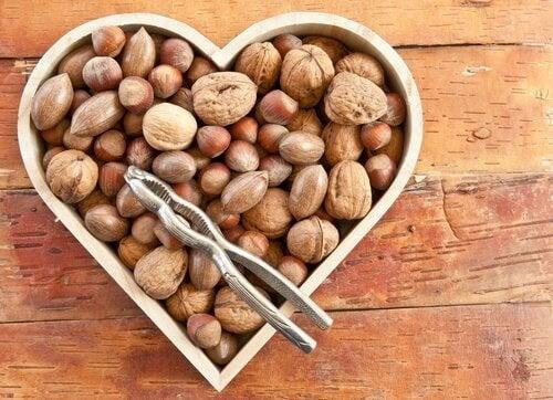 Frutos secos em coração