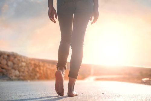 Caminhar é um dos exercícios para controlar a ansiedade