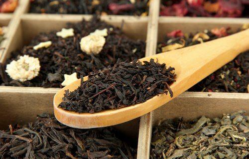 Chá preto para combater os cabelos brancos precoces