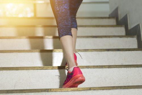 Subir escadas para queimar calorias