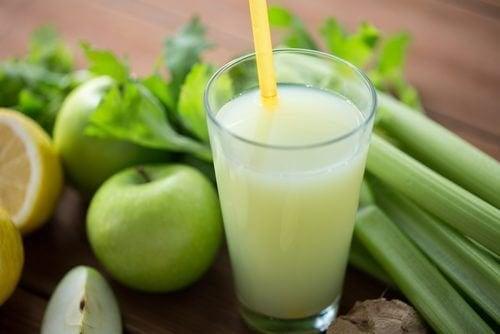 Vitamina de aipo e maçã verde