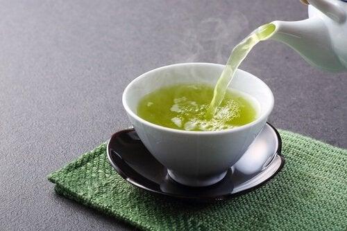 Chá verde para depurar o fígado
