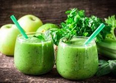 Desintoxicação de um mês com limão, aipo e maçã verde