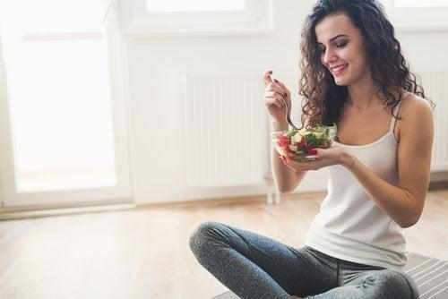 Mulher seguindo dieta da zona