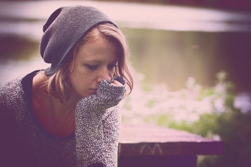 Mulher depressiva pensando