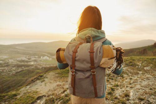 Mulher viajando pelo mundo