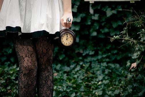 Menina com relógio