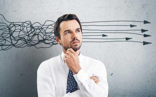 Homem com pensamentos ruminantes